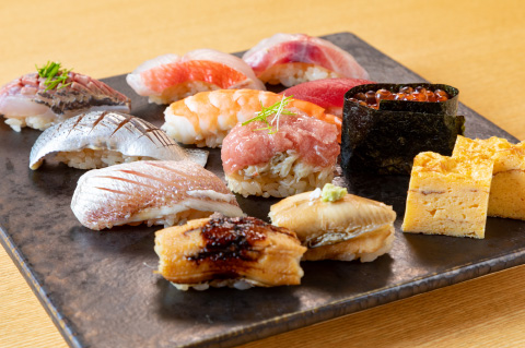 旬の魚と特選にぎりコース(にぎり十貫・前菜・茶碗蒸し・お椀)